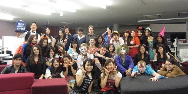 10月30日に学生が留学生とハロウィンパーティーを企画しました!