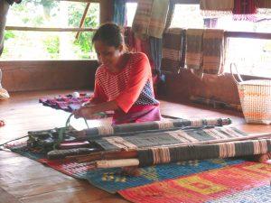 現地の少数民族が作る産品