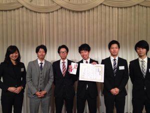 優秀賞を獲得したマネジメント創造学部チーム
